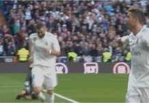 Cristiano Ronaldo menunjuk ke Karim Benzema, meminta penonton Bernabeu mengapresiasi dua assistnya untuk gol-gol Real Madrid, Sabtu malam 24 Februari 2018.