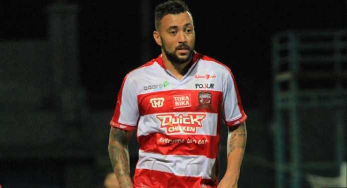 Persipura Jayapura resmi kedatangan mantan pemain Madura United, Marcel Sacramento, jelang gelaran Liga 1 Indonesia/2018.