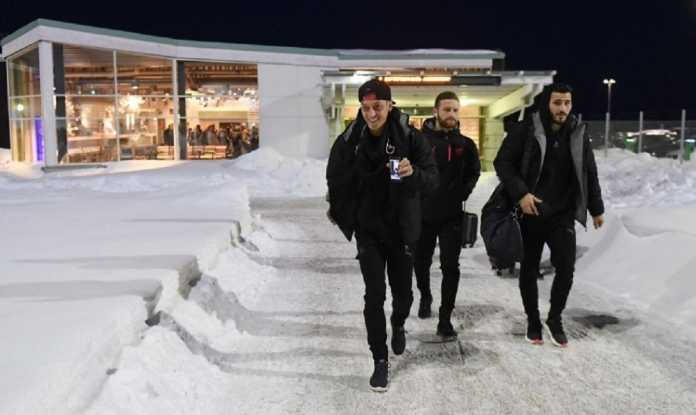 Mesut Ozil tiba di Swedia dan siap bermain sebagai starter di kandang Ostersunds, dalam laga Liga Europa perdananya dalam delapan bulan terakhir, Jumat (16/2) dinihari nanti.