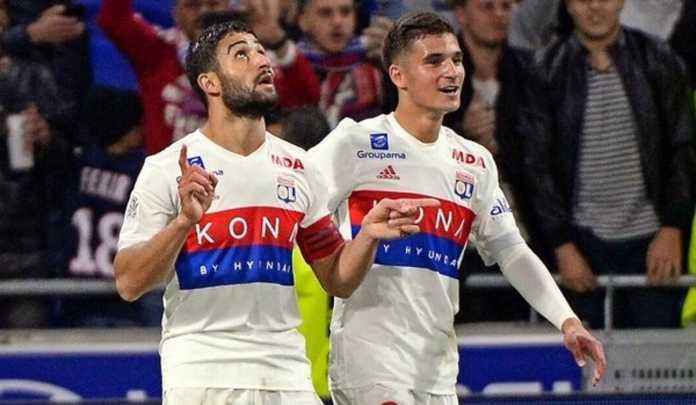 Barcelona tak lagi mengejar dua pemain Olympique Lyon, Nabil Fekir dan Hossem Aouar, yang semula ingin mereka datangkan musim panas mendatang.