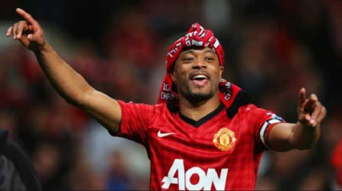 Eks bek Manchester United, Patrice Evra, akan kembali ke Liga Inggris dan memperkuat West Ham United dengan status bebas transfer.