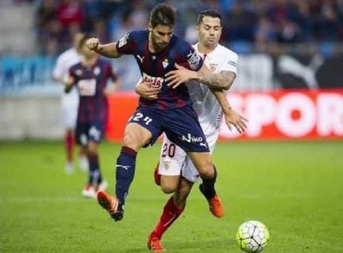 Sevilla akan bermain di markas Eibar di Estadio Municipal de Ipurua, Sabtu (3/1) malam WIB.