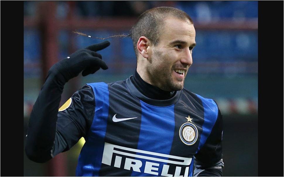 Rodrigo Palacio saat masih mengenakan seragam Inter Milan. Pada Minggu malam (11/02/2018) ia membalas dendam dengan mencetak gol ke mantan klubnya itu.
