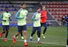 Pelatih Barcelona Ernesto Valverde siapkan 21 pemain untuk leg pertama babak 16 besar Liga Champions di kandang Chelsea, Rabu (21/2).