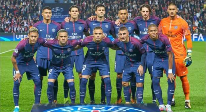 Dari semua pemain bintang PSG, Real Madrid takut terhadap Dani Alves (kedua dari kiri barisan depan), yang sudah pernah mengalahkan mereka 22 kali, imbang enam kali.
