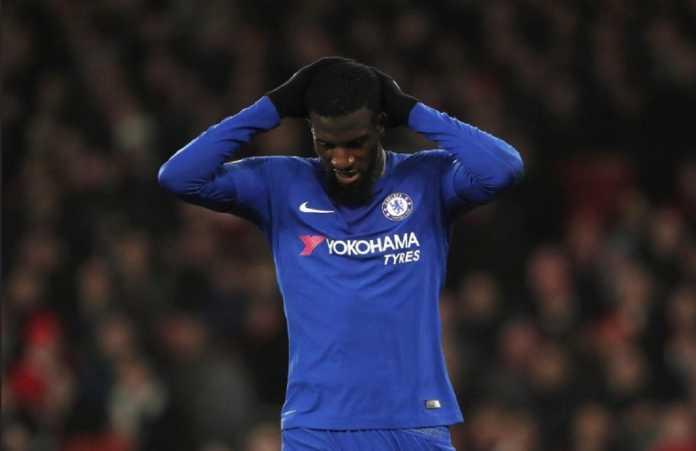 Tiemoue Bakayoko secara mengejutkan tersingkir dari daftar skuad Chelsea yang akan hadapi Barcelona tengah pekan ini.