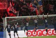 Ultras PSG menyambut kemenangan 3-0 PSG atas Marseille pada laga Le Classique di ajang Ligue 1, Senin 26 Februari 2018.