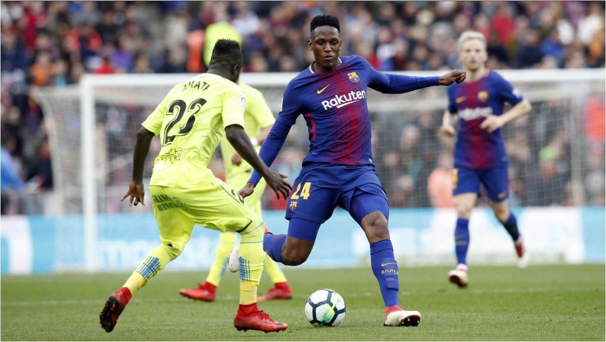 Bek Barcelona Yerry Mina tampil meyakinkan pada laga Liga Spanyol menjamu Getafe, Minggu (11/02/2018). Ia sudah sangat mirip Gerard Pique.