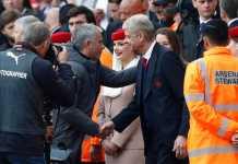 Secara mengejutkan, pelatih Arsenal Arsene Wenger berikan dukungannya pada Jose Mourinho, setelah Manchester United tersingkir di babak 16 besar Liga Champions.