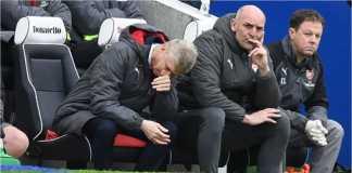 Arsene Wenger bereaksi setelah gol-gol Brighton membobol gawang Arsenal pada laga Liga Inggris, Minggu 4 Maret 2018.