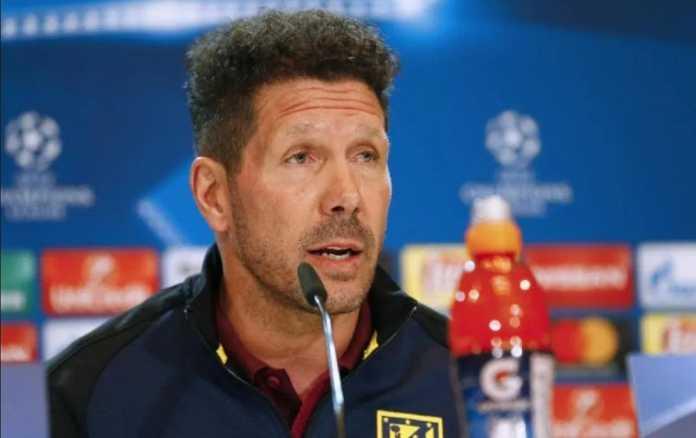 Pelatih Atletico Madrid, Diego Simeone, enggan dikaitkan dengan posisi pelatih PSG.