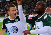 Edin Dzeko merayakan satu golnya, saat masih bermain bersama Wolfsburg