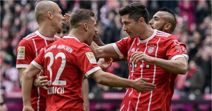 Robert Lewandowski merayakan gol-golnya pada laga Liga Jerman antara Bayern Munchen vs Hamburg, Sabtu malam