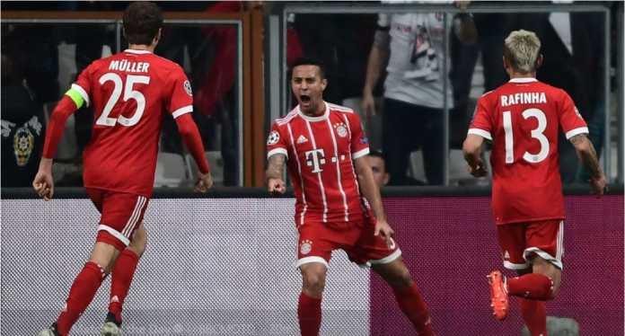 Thiago Alcantara merayakan gol pertama Bayern Munchen ke gawang Besiktas pada leg kedua 16 besar Liga Champions, Kamis, di Vodafone Park. Dan tak lama kemudian mantan Barcelona itu harus diganti akibat cedera