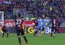 Ciro Immobile dengan penuh gaya melakukan tendangan kalajengking yang menjadi gol penyelamat Lazio pada laga Liga Italia di kandang Cagliari, Minggu malam