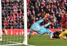 Mohamed Salah mencetak gol pertama dari empat golnya ke gawang Watford pada laga Liga Inggris di kandang Liverpool, Minggu 18 Maret 2018