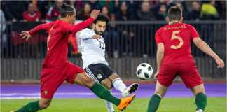 Mohamed Salah menembak setelah menerima bola dari sisi kirinya dalam laga Portugal vs Mesir di Zurich, Swiss, Sabtu dinihari WIB