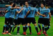 Pasukan Uruguay merayakan gol kedua dari Edinson Cavani pada laga melawan Ceko di ajang Piala Tiongkok, Jumat malam