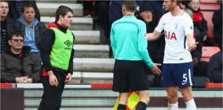 Pemain Tottenham Jan Vertonghen memarahi seorang anak gawang Bournemouth yang menyembunyikan bola pada laga Liga Inggris, Minggu malam WIB.