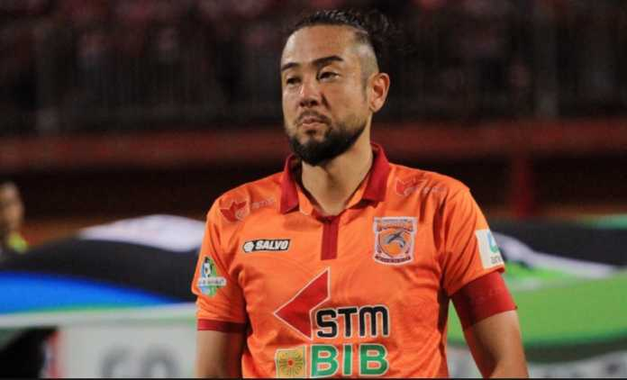 Bek asal Jepang, Kunihiro Yamashita, diharapkan perbaiki lini belakang klub barunya, Perseru Serui, di gelaran Liga 1 Indonesia/2018.