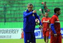 Pelatih baru Madura United, Milomir Seslija, langsung mengajak anak asuhnya beruji coba melawan klub Singapura, Hougang United, Minggu (4/3).