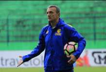 Madura United tunjuk Milomir Seslija sebagai pelatih baru mereka gantikan Gomes de Oliviera, walau sempat menunjuk Cristian Gonzales sebagai pelatih sementara.
