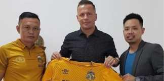 Bhayangkara FC resmi kontrak pemain asal Serbia, Nikola Komazec,untuk satu musim ke depan.