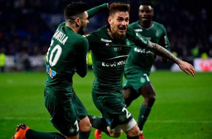 Pemain buangan Arsenal, Mathieu Debuchy, kalahkan pamor Neymar sebagai Pemain Terbaik Ligue 1 edisi Februari.