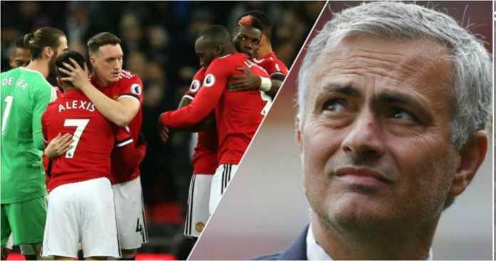 Jose Mourinho sudah merancang perombakan besar-besaran untuk lini belakang dan gelandang Manchester United untuk musim baru