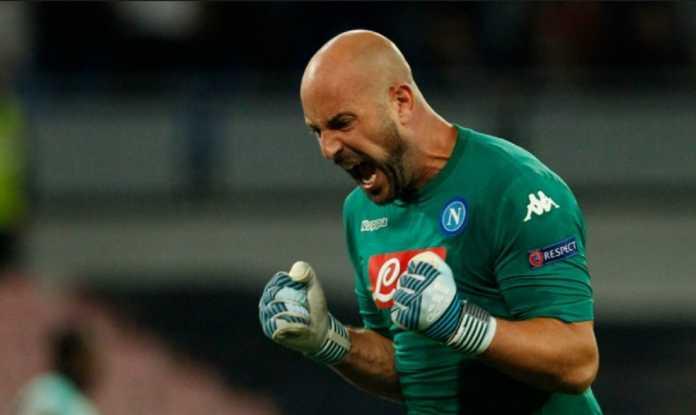 Kiper Napoli, Pepe Reina, telah jalani tes medis di AC Milan walau baru akan gabung ke San Siro musim panas mendatang.