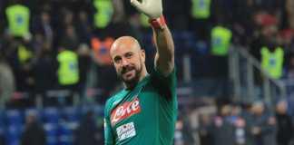 Pepe Reina setuju tinggalkan Napoli dan gabung AC Milan dengan status bebas transfer.