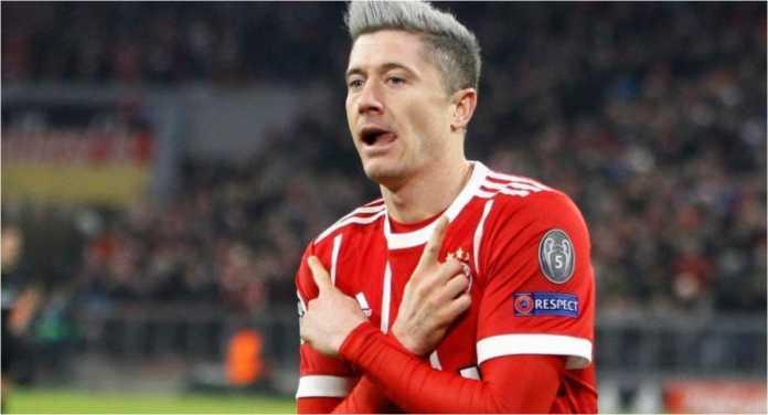 Striker Bayern Munchen Robert Lewandowski merayakan satu golnya di ajang Liga Champions baru-baru ini