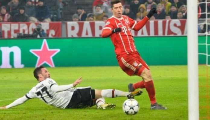 Robert Lewandowski sukses bukukan golnya yang ke-100 di Bundesliga bersama Bayern Munchen, lewat torehan hattrick ke gawang Hamburg akhir pekan ini.