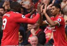 Romelu Lukaku dan Marcus Rashford merayakan gol pertama Manchester United pada laga Liga Inggris melawan Liverpool di Old Trafford, Sabtu malam