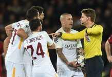 AS Roma terancam sanksi keras dari Uefa setelah sekelompok orang yang kenakan atribut suporternya membuat keributan dan lakukan penikaman jelang laga kontra Liverpool di leg pertama semifinal Liga Champions, Rabu (25/4) dinihari WIB.
