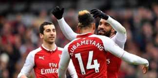 Arsene Wenger berniat mengubah posisi Pierre-Emerick Aubameyang agar bisa bermain bersama Alexandre Lacazette.