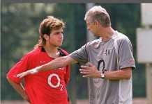 Cesc Fabregas mengaku sangat menghormati mantan pelatihnya di Arsenal, Arsene Wenger, dan menilainya sebagai sosok ayah.