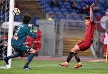 Cengiz Under menyodok bola di tiang jauh untuk menjadi gol pertama AS Roma saat menjamu Genoa, Kamis dinihari.