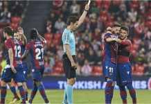 Pemain Levante Enis Bardhi terkena kartu kuning usai merayakan dua gol beruntun dari tendangan bebasnya pada menit 42 dan 44, yang membalikkan situasi laga LIga Spanyol di kandang Athletic Bilbao, Selasa dinihari.