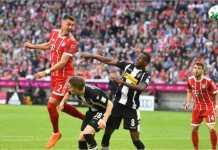 Striker Bayern Munchen berusia 30 tahun Sandro Wagner menanduk bola untuk menjadi gol keduanya tadi malam saat bertanding melawan Borussia Monchengladbach, Minggu dinihari.
