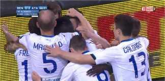 Para pemain Atalanta merayakan gol ketiga mereka ke gawang tim juru kunci, Benevento, pada laga Liga Italia, Rabu tengah malam.