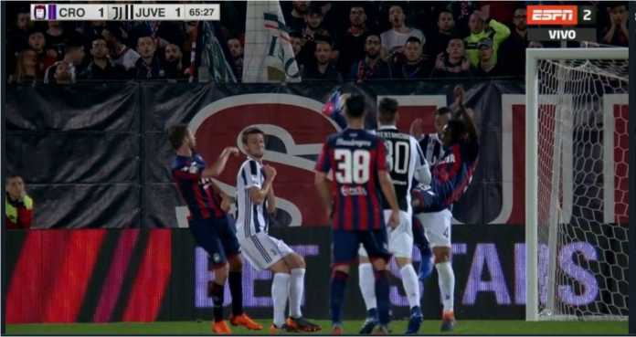 Simy dari Crotone mencetak gol ala Cristiano Ronaldo pada laga Liga Italia, Kamis dinihari untuk menyamakan skor 1-1 lawan Juventus.