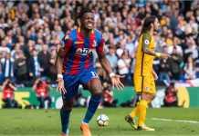 Striker Crystal Palace Wilfried Zaha merayakan satu dari dua golnya ke gawang Brighton, Sabtu.