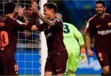 Philippe Coutinho dan Luis Suarez merayakan salah satu dari tiga gol Lionel Messi pada kemenangan Barcelona 4-2 di kandang Deportivo La Coruna, Senin dinihari