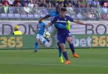 Adegan sesaat sebelum Kalidou Koulibaly diusir wasit Paolo Silvio Mazzoleni. Sang pemain Napoli berusaha membersihkan bola tapi pemain Fiorentina terjatuh sehingga membuat wasit mencabut kartu merah langsung.