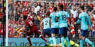Striker Liverpool Sadio Mane mencetak gol ke gawang Bournemouth pada pekan 33 Liga Inggris, Sabtu, di Anfield.