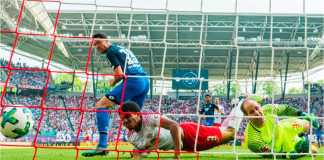 Mark Uth (kiri) menyumbangkan dua gol dan satu assist saat Hoffenheim mempermalukan tuan rumah RB Leipzig 5-2.