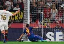 Luis Suarez mencetak gol pertama Barcelona dalam final Copa del Rey melawan Sevilla, Minggu dinihari.