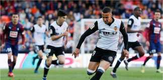 Menit 65 Rodrigo nyaris mencetak gol bagi Valencia, namun berhasil ditepis keluar kiper EIbar.