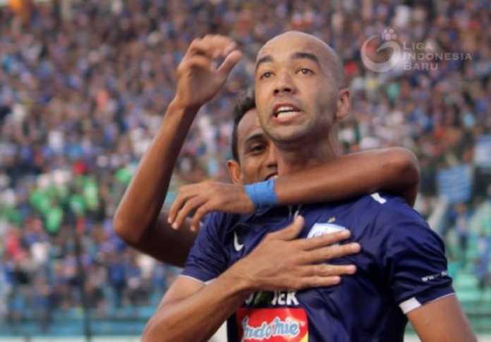Hattrick Bruno Silva saat PSIS Semarang menang 4-1 atas PSMS Medan, Minggu (15/4), jadi kado ulang tahun terindah bagi pemain asal Brasil tersebut.